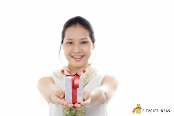 greet someone while giving gift